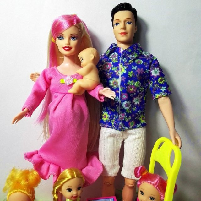 Gorgeous Doll Family: Dad, Pregnant Mom, 3 Little Girls, Baby Boy Plus Accessories
